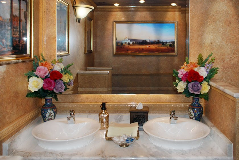 Versailles-restroom-trailer-rentals-vanity